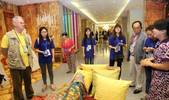 21个国家和组织专家考察丝绸家纺企业_1